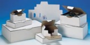Boîte d'expédition postale blanche