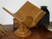 Lutrin incunable sur pivot pour livre A4 - Dimensions ( L x H x P) : 41 x 38 x 37 cm