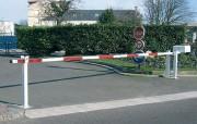 Barrière levante manuelle lisse - S'adaptent à toutes les voies de 3.05 m à 6.40 m