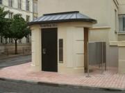 Toilette public ovale plus urinoirs - Modèles Extérieurs PMR LU850