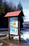 Panneau publicitaire en bois 120x180 - Planimètre 2m² entre poteaux en bois - Format d'affichage 120x180