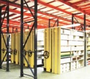 Rayonnage mobile métallique distributeur - Rayonnage métallique Profiltol sur mobile mécanique