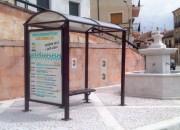 Abri bus poteaux carrés avec vitrine - 2 longueurs au choix : 2500 ou 5000 mm
