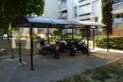 Abri moto urbain - Longueur : 2 500 mm - Largeur : 2 500 mm