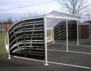 Abri pour fumeur à toit voûté - Dim. (HxPxL) : de 2,20x2,50x3 m - Poteaux tube carré de 60x60