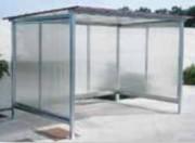 Abri pour fumeurs à toit plat