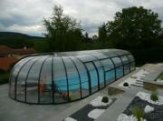 Abri pour piscine haut fixe - Parois latérales relevables sur une hauteur de 2 m sans seuil