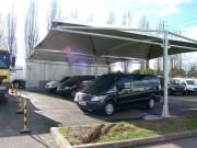 Abri pour utilitaire - Peut abriter et contenir plusieurs véhicules utilitaires