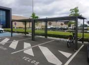 Abri vélo extérieur poteaux en acier - Range vélos semi-fermé pour bicyclettes et motos