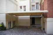 Abri voiture réglable en hauteur - Abri posé sur le sol - intégré à l'habitation