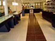 Agencement intérieur extérieur de chocolaterie - L' agencement peut être complet intérieur et extérieur
