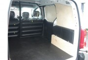 Aménagement intérieur pour Peugeot Partner - Habillage complet en bois