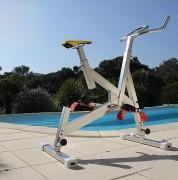 Aquabike semi professionnel - Dimensions (L x l x H) m : 1.6 x 0.6 x 1.1/1.4