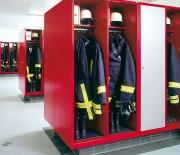 Armoires pour sapeurs pompiers - Tapis de bottes en caoutchouc noir-dimensions L 300 x P 430 mm