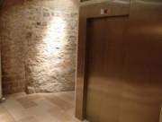 Ascenseur hydraulique à dessertes en équerre - Ascenseur norme personne à mobilité réduite en ERP