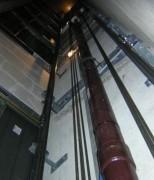 Ascenseur hydraulique capacité de charge 1000 kg norme PMR - Ascenseur oléodynamique précision arrêt +/- 5 mm