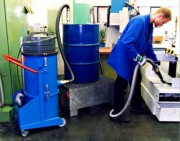 Aspirateur pour travaux de nettoyage - Puissance : De 2.4 à 3.6 kW