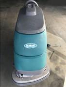 Autolaveuse accompagnée sur batteries 102 L - Largeur de travail : 70 cm