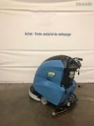 Autolaveuse accompagnée d'occasion à batteries neuves - Rendement : 1750 m²/h - Batteries neuves