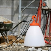 Baladeuse lumineuse multi-fonctions - - Crochet : Fonte d'aluminium. - Diffuseur : Polyméthacrylate de méthyle (PMMA)
