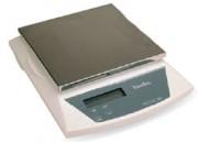 Balance postale à Ouverture semi-automatique - Précision à 2 g jusqu'à 1 kg, 5 g de 1 à 4 kg et 10 g au dessus