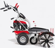 Balayeuse thermique - Puissance du moteur : 3,6 kW à 3 600 tr / min