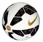 Ballon d'entrainement football cousu en main - Matériau : 47% caoutchouc ,27% polyester , 18% polyuréthane , 8% coton