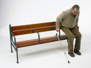 Banc bois à ergonomie medico-sociale - A poser ou à sceller.