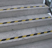 Bande antidérapante pour escalier - Longueur : 15.30 m - Largeur : 36 mm ou 50 mm