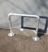 Barrière de sécurité galvanisée - Dim. hors tout : 678 x 500 mm - ø tube 40 mm