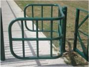 Barrière de ville pivotante - Dimensions (ouverture x profondeur x hauteur) : 1400 x 950 x 1000 mm