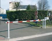 Barrière levante lisse en acier - Largeurs disponibles (m) : de 4 à 6.5
