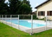 Barrière piscine en profilés aluminium - Avec plaque fumée avec ancrage au sol