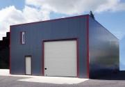 Bâtiment industriel isolé avec aspect cubique - Bâtiment complet bardé et isolé à petit prix