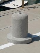 Borne à socle en béton - Résistance mécanique et durabilité