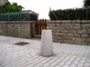 Borne granit cônique