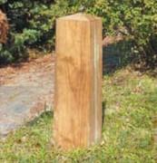 Borne pyramidale en bois - Amovible ou à sceller, base :  20 x 20 cm