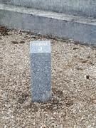 Borne signalétique en granit - Hauteur : 60 cm - Largeur : 17 cm