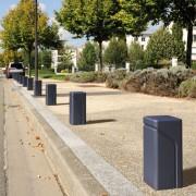 Borne urbaine en fonte d'acier - Borne ronde : H 365 Ø 300 mm / Borne rectangulaire : H 445 x 200 mm