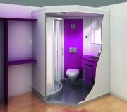 Cabine sanitaire - Parois en stratifié massif d'épaisseur 10 mm fixées.