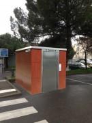Cabine sanitaire PMR et urinoirs extérieurs - 3 versions possibles : manuelle, semi-automatique, automatique