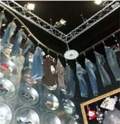 Carrousel de vêtements - Présentation de vêtements en magasin