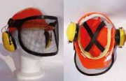 Casque forestier avec visière grillagée relevable - Protection auditive