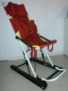 Chaise évacuation - Dimensions (L x H x l) mm : 855 x 1.140 x 505 mm (ouvert) et 780 x 130 x 505 mm (fermé)