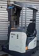 Chariot à mât rétractable occasion - Electrique - Capacité : 1400 Kg - H. de levée : 5790 mm