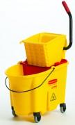 Chariot de ménage rubbermaid - Capacité : 33 L - Dim : 51.1 x 39.9 x 92.7 cm - Coloris : Jaune