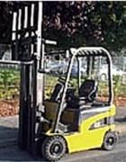 Chariot électrique d'occasion triplex - Capacité : 1600  Kg - H. de levée : 5000 mm - Année 2007