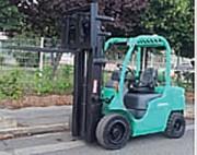 Chariot élévateur à gaz - D'occasion - Capacité: 3000 Kg - H. de levée : 5500 mm