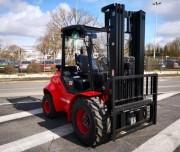 Chariot élévateur tout terrain triplex - Hauteur de levée : 4 700 mm - Capacité de levage 3 000 kg