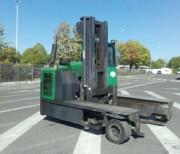 Chariot latéral multidirectionnel occasion - Capacité : 4000 Kg - Mât : Duplex - H. de levée : 4000 mm